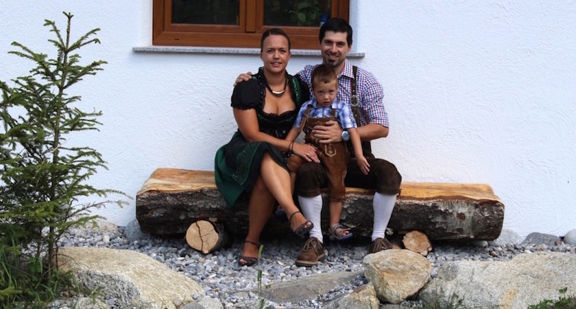 https://www.x-alplodges.at/wp-content/uploads/sites/2/2015/09/X-Alp-Lodges-Sommer2015-Ihre-Gastgeber-840x450.jpg